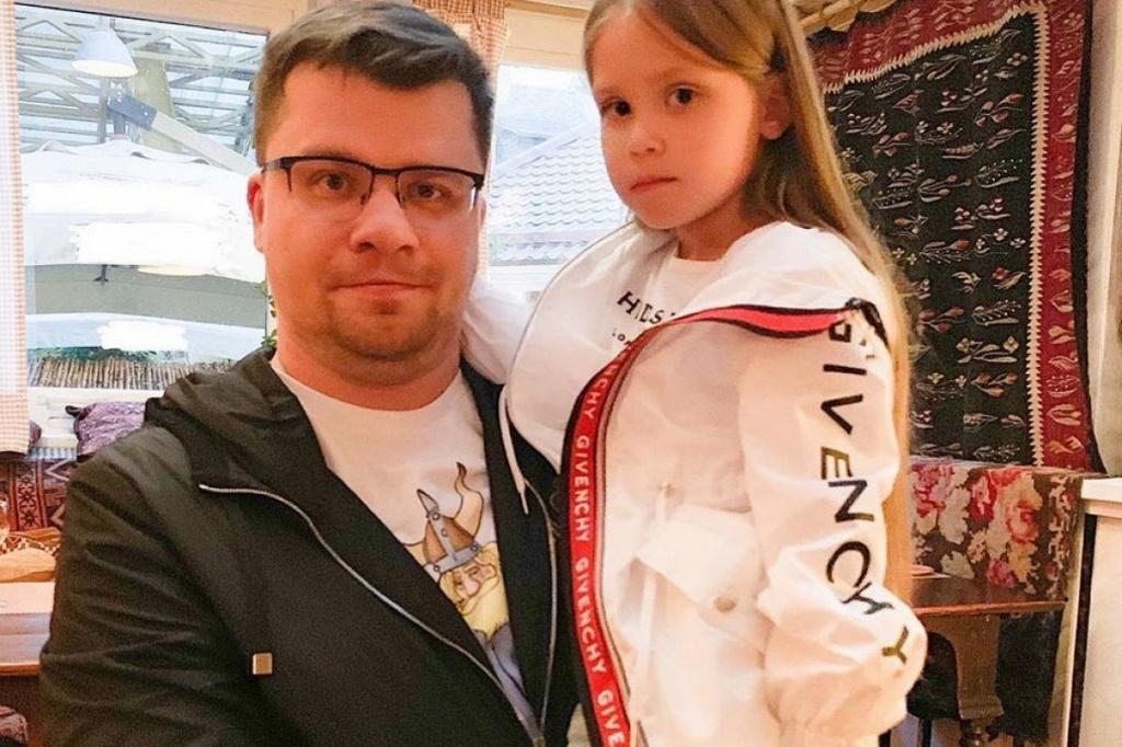 кровля гарик харламов с женой и детьми фото модель удостоена